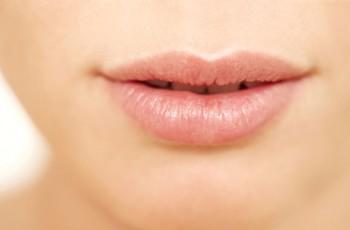 Læbeforstørrelse med læbeimplantat