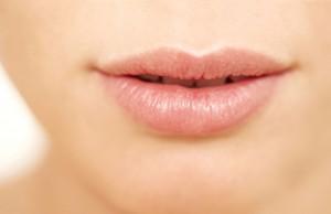 Læbeimplantat bruges for at opnå en permanent forstørrelse af læberne