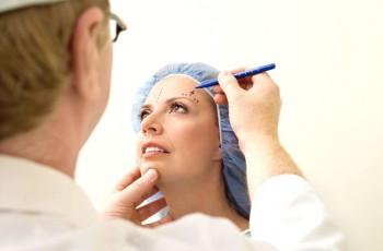 Sådan foregår en ansigtsløftningsoperation